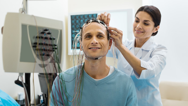 Kundalini Joga - badania naukowe na SWPS Warszawa - elektroencefalografia.